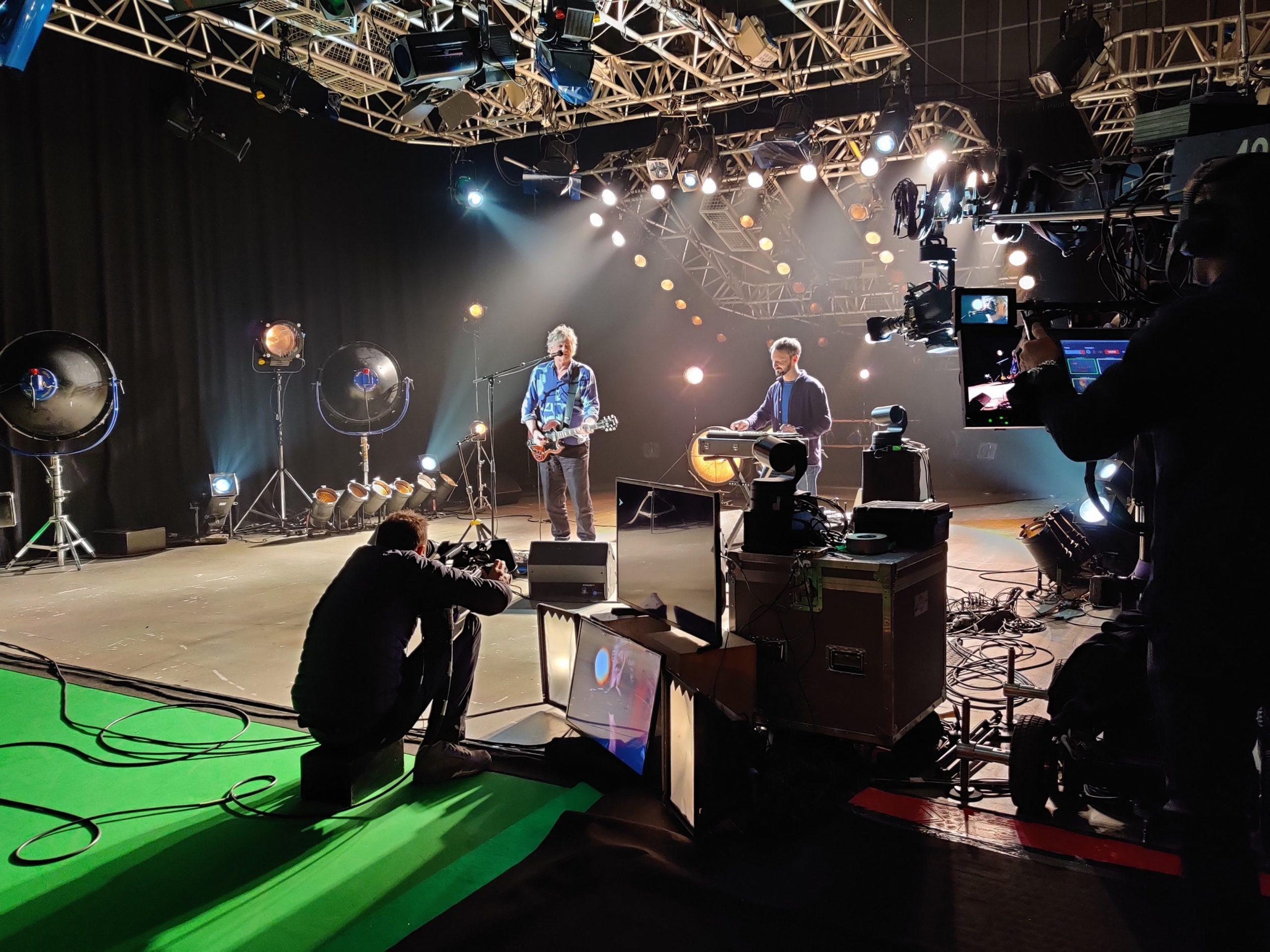 "Rodolphe Burger reprend ""Love Will Tear Us Apart"" de Joy Division sur CultureBox"